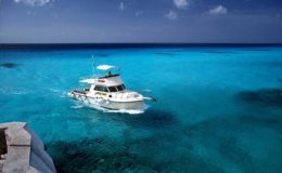 clear-blue-sea-on-the-island-of-cozumel